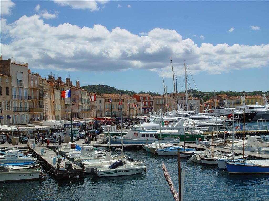 geant casino st tropez opening times